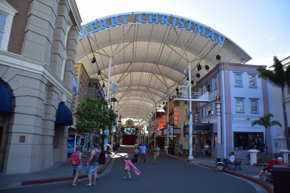 Movie world opening times gold coast