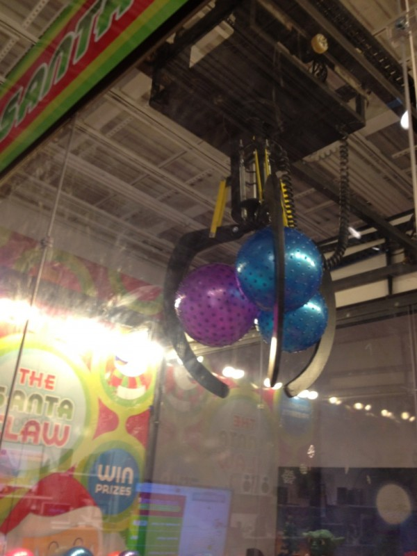 Real Art Design Group Dayton : Theme park review the santa claw live machine
