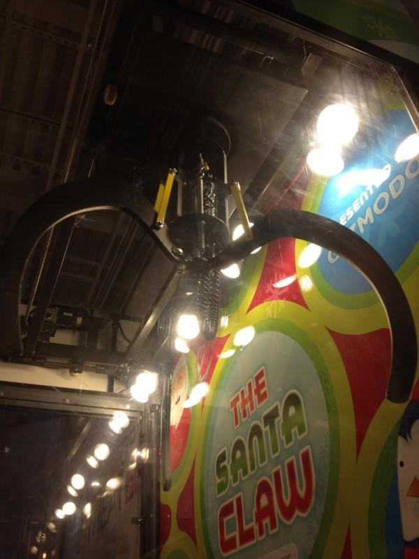 Real Art Design Group Dayton Ohio : Theme park review the santa claw live machine