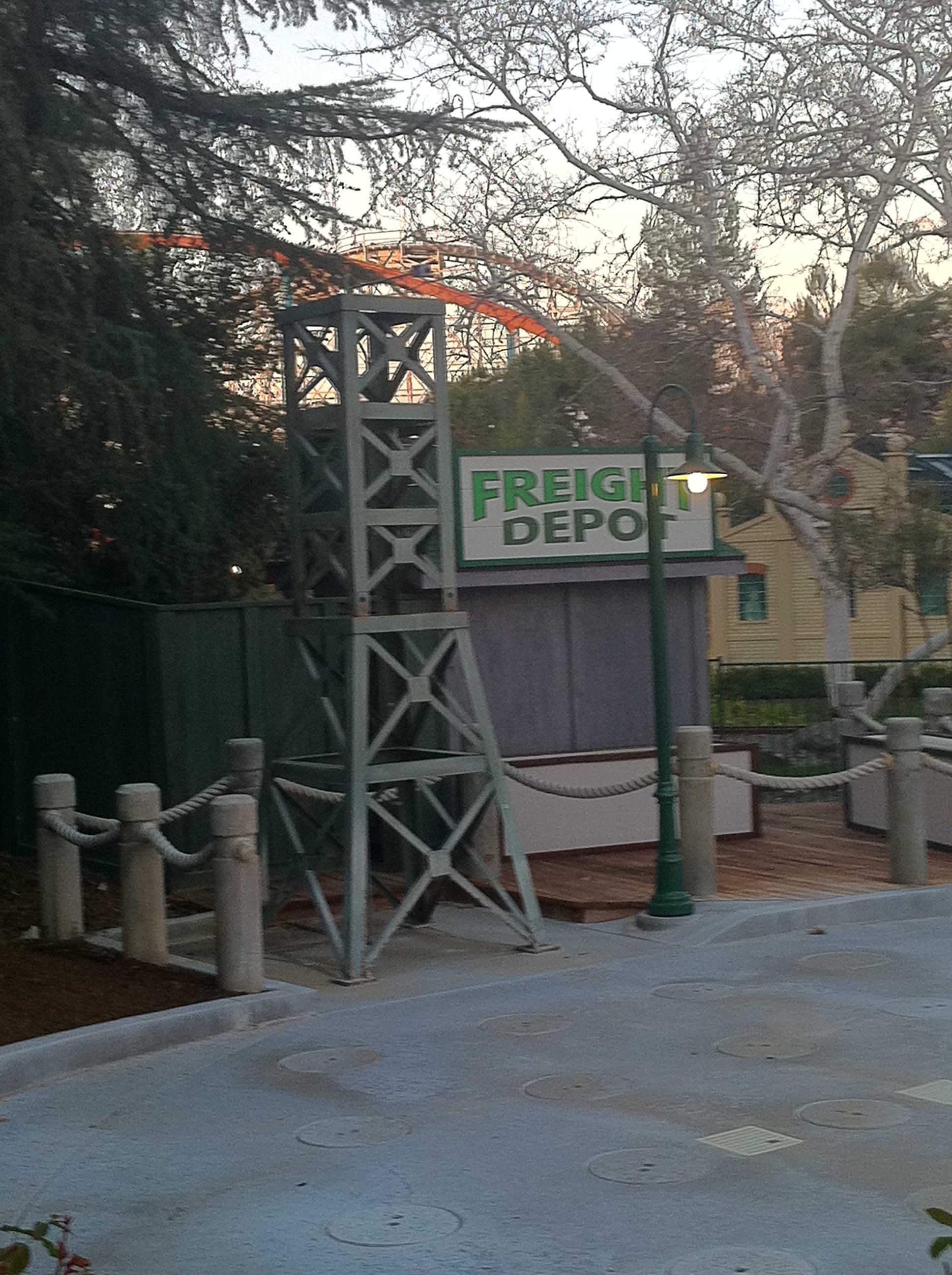 I Hope This Crane Is Just Hiding Other >> Theme Park Review • The Six Flags Magic Mountain (SFMM) Discussion Thread - Page 1723