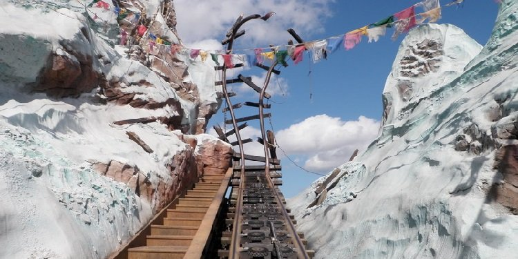 360 POV Video of Expedition Everest!