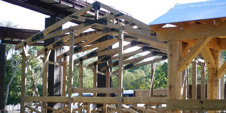 Busch Gardens' InvadR Goes Vertical!