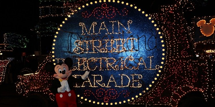 Electrical Parade Returns to Disneyland!