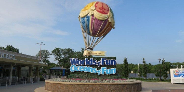 Canobie Coaster's Worlds of Fun Adventure!